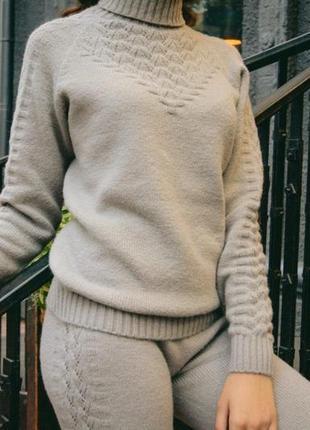 Крутой цельновязаный бесшовный костюмчик с итальянской пряжи {без единого шва }.распродажа