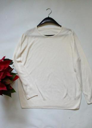 Легкий молочный свитер