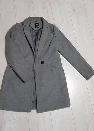 Пальто модного кроя размер s/m