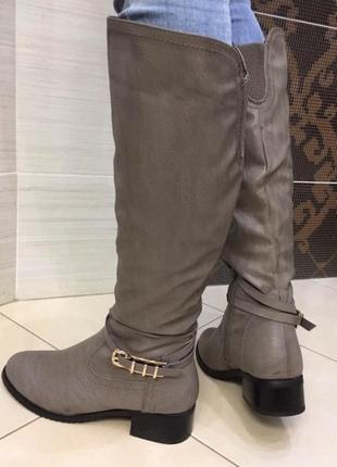 Серые зимние сапоги на небольшом каблуке
