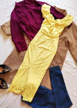 Жёлтое платье стрейчевое миди с воланами с вырезом на ноге спереди