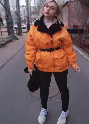 Яркая стильная курточка