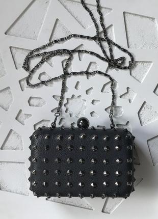 Маленькая чёрная сумочка с шипами❤️