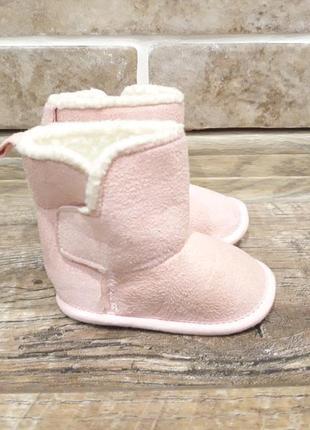 Розовые угги для малышки