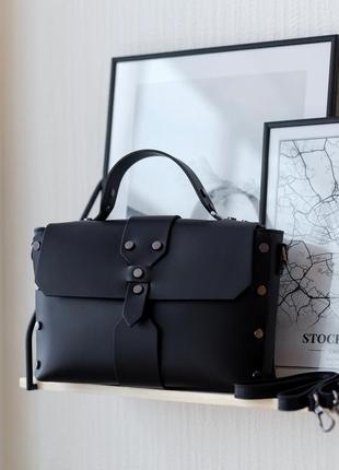 Черная стильная кожаная итальянская сумка с заклепками, vera pelle италия