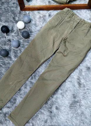 Повседневные джинсы оттенка хаки gap