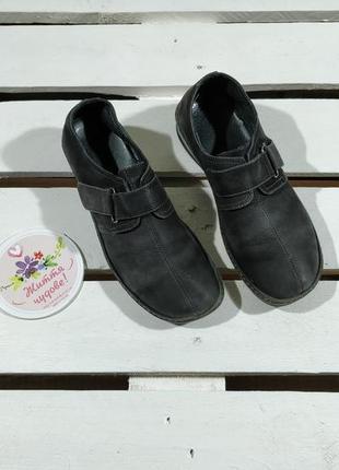 Женские черные нубуковые туфли на низком каблуке