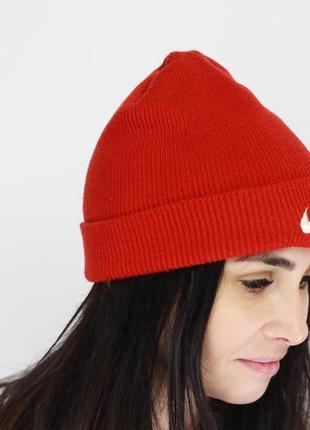 Фирменная зимняя шапка