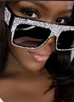 Очки в стразах. солнцезащитные очки