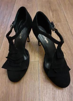 Распродажа обуви - 50%!!! в наличии выбор.шикарные туфли phase eight.
