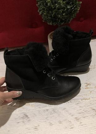 Новые натуральные фирменные ботинки на овчине 37р.