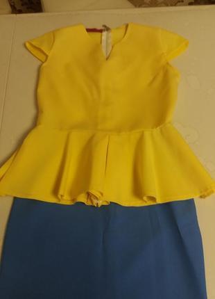 Новенький  весняний костюм з юпкою