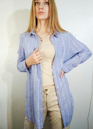 Голубая удлиненная рубашка в белую полоску