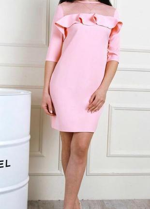Розовое платье с воланом