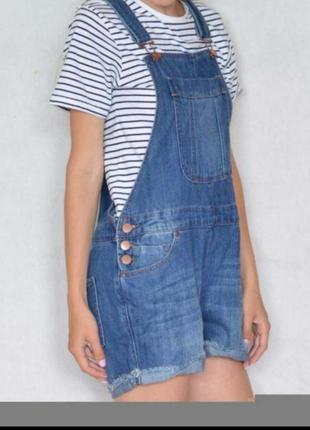 Очень крутой стильный джинсовый комбез шортами