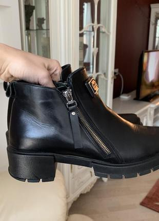 Шкіряні чобітки