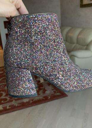 Шикарні чобітки з блискітками