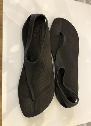 Сандалии-вьетнамки crocs sexi flip