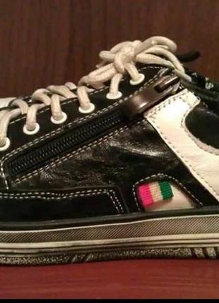 Кросівки красовки мокамтни кеди туфлі