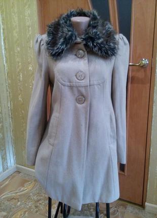 Пальто весеннее кашемировое с меховым воротником на подкладе бежевое