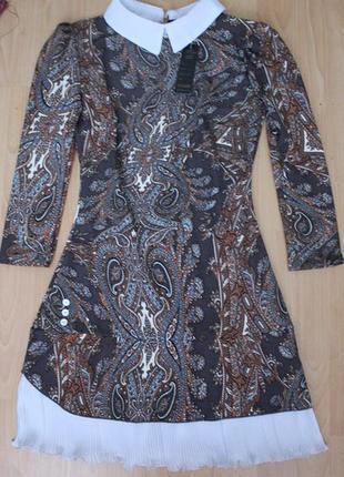 Платье с воротничком маленького размера