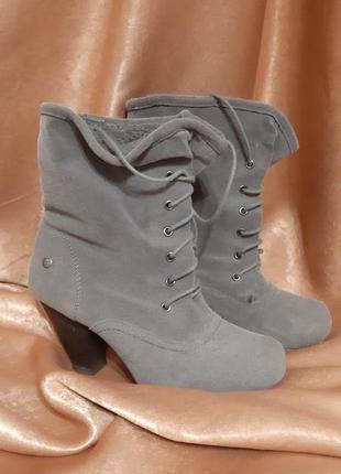 Демисезонные замшевые ботинки 38 р