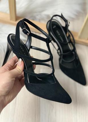 Туфли босоножки на шпильке с острым носком переплетами открытым задником