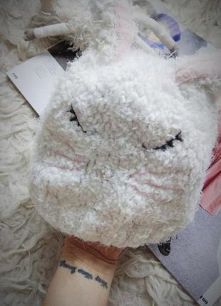 Теплая белая зимняя шапка с ушками