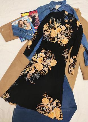 Платье чёрное в бежевый оранжевый цветочный принт миди с длинным рукавом new look