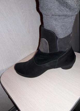 Ботинки кожа фирменные.