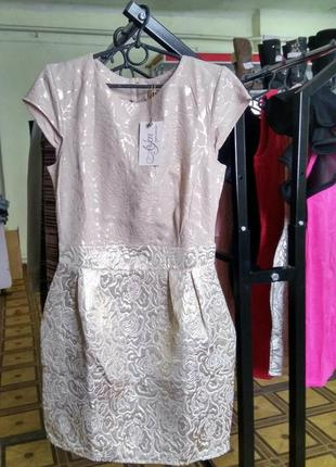 Бежевое нарядное платье из жаккарда