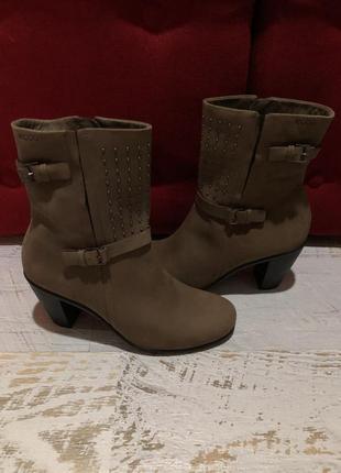 Новые натуральные фирменные ботинки 35р.