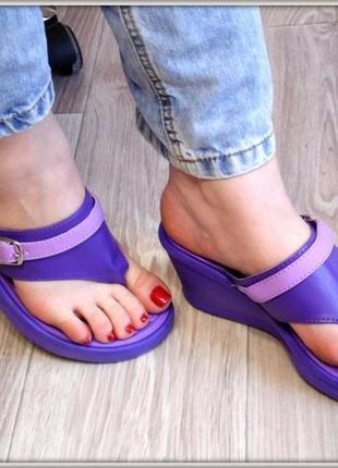 Фиолетовые вьетнамки на танкетке