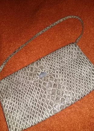 Красивая кожаная сумка.