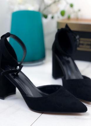 Туфли открытые с ремешком на удобном каблуке