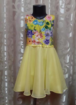 Нарядное желтое платье.
