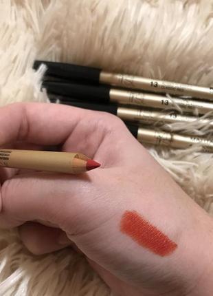 Идеальный красный карандаш для губ