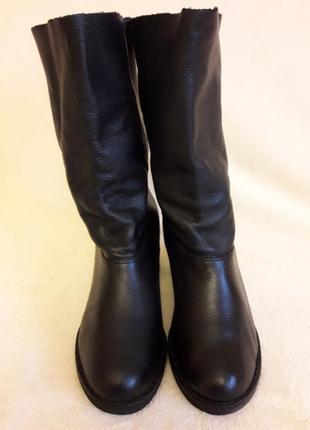 Шикарные кожаные сапожки на широком каблуке фирмы wojas