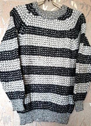 Теплый,плотный, красивой вязки свитер без следов носки