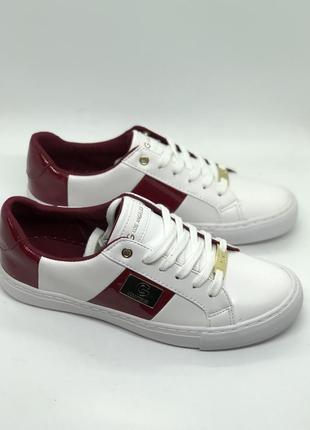 Оригинальные спортивные туфли, мокасины guess