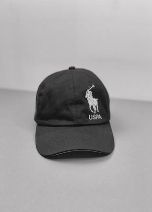 Чорна кепка з кобмінованим козирьком