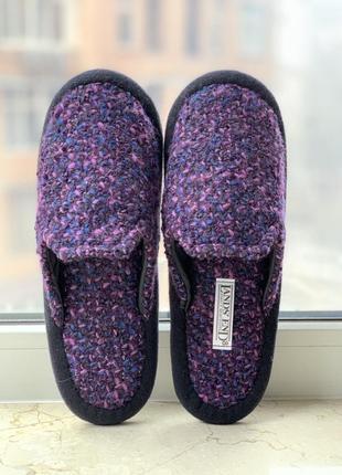 Тапочки бренда lands' end домашние из букле розово-фиолетового цвета.