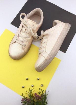 Актуальные кеды на шнуровке с блестками