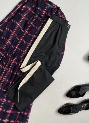 Трендовые брюки с лампасами и завышенной талией  h&m