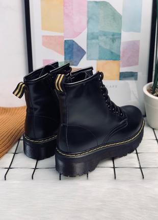 Ботинки в стиле мартинсы