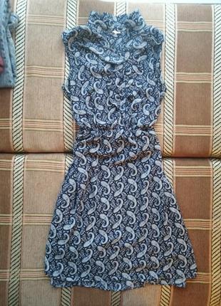 Красивое платье с узорами