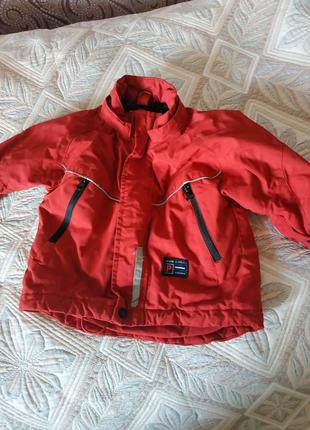 Непродуваемая красная курточка со свето отражателями