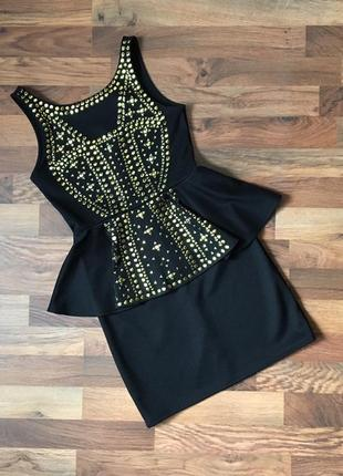 Качественное стильное черное платье в золотистый принт размер s-m