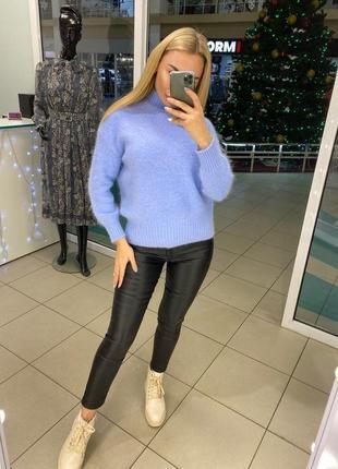 Голубой свитер из пушистой ангоры