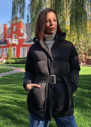 Трендовый короткий пуховик куртка объемный с капюшоном поясом карманами черный